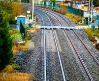 Vägkorsning till och med järnvägen Royaltyfria Foton