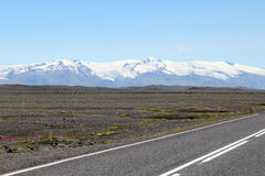 Väglandskap i Island. Arkivfoto