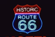 Vägmärke för historisk Route 66 Arkivbild