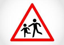 Vägmärke för information om barnkörning korsning Royaltyfri Bild