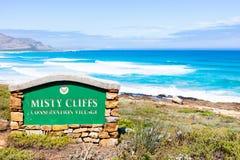 Vägmärke för Misty Cliffs i Cape Town Sydafrika royaltyfria bilder