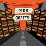 Vägmärke med motsatta pilar och textrisken - säkerhet Arkivfoton