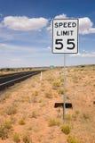vägmärkehastighet för 55 gräns Fotografering för Bildbyråer