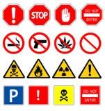 Vägmärken och triangulärt varningsfaratecken Arkivfoton