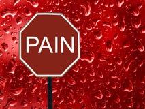 Vägmärkestoppet smärtar och röd bloddroppe på exponeringsglaset royaltyfri foto