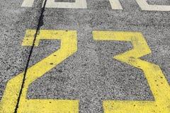 Vägmarkering på en start- och landningsbana Royaltyfri Fotografi