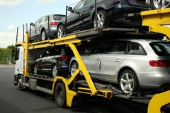 vägsemitrailertransport Arkivfoto