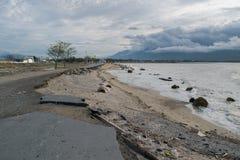 Vägskada efter tsunami och jordskalv i Palu On 28 September 2018 royaltyfri foto