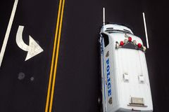 Vägteckning på asfalt på gatan av Manhattan Fotografering för Bildbyråer