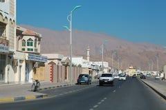 Vägtrafik i Daba, sultanat av Oman, Musandam halvö arkivbild