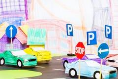 Vägtrafik i leksakstaden med handgjorda bilar Royaltyfria Bilder
