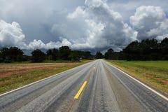 Vägtur Amerika på statlig huvudväg 10 i Alabama Arkivbild