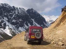 Vägtur till den Yumthang dalen, Sikkim INDIEN, 15th APRIL 2013: Y Arkivbild