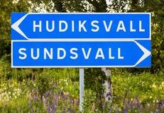 Vägvisare för Hudiskvall och Sundsvall fotografering för bildbyråer