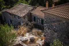 Vägvisare med telefonen på Zakynthos, Grekland Arkivbild