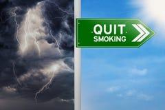 Vägvisare som väljer avslutat röka Arkivbilder