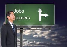 Vägvisare som visar riktningen av jobb och karriärer royaltyfria bilder