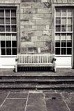 Väl för hälsningar ensam stol där arkivfoton