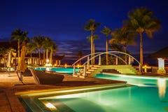 Väldehotellet & klubbhuset, Brunei natt arkivbilder