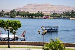 Väldig flod Nile Valley i Egypten Turnera fartyget Royaltyfri Fotografi