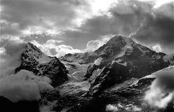 Väldiga Eiger och Monch Arkivbild