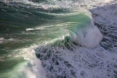 Väldiga vågor av Atlantic Ocean Arkivbilder