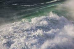 Väldiga vågor av Atlantic Ocean Arkivbild