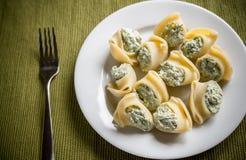Välfylld lumaconi med ost Fotografering för Bildbyråer