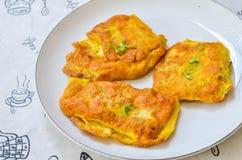 Välfylld omelett Arkivfoton