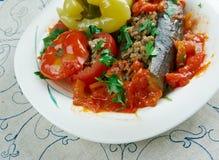 Välfyllda aubergine, peppar och tomater Arkivfoton
