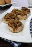 Välfyllda champignons Royaltyfria Bilder