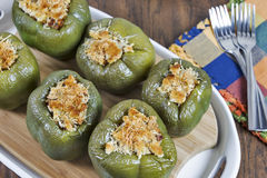 Välfyllda gröna spanska peppar Arkivbild