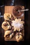 Välfyllt bröd för choklad arkivbild