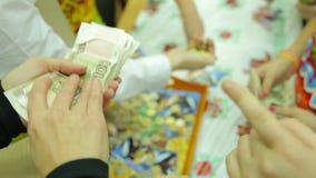 Välgörenhetmässa, räkningsräkningar och mynt lager videofilmer