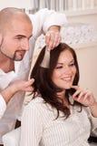 välj professionelln för frisören för färgfärghår Arkivbilder