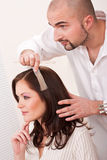 välj professionelln för frisören för färgfärghår Arkivfoto