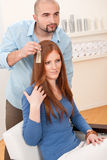 välj professionelln för frisören för färgfärghår Arkivfoton
