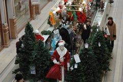 Välja av en julgran i supermarket Arkivfoton