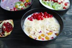 Välja den favorit- smaken för banta läcker yoghurtsmoot royaltyfri foto