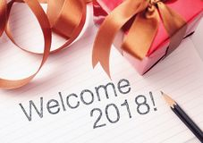 Välkommet år 2018 med garnering royaltyfria bilder