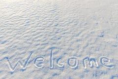 Välkommet skriftligt för ord på snön Arkivbilder