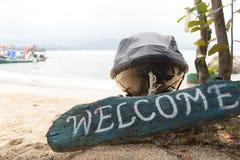 Välkommet tecken på sanden Royaltyfri Bild