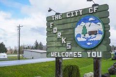 Välkommet tecken på stadsgränsen av gafflar - GAFFLAR - WASHINGTON Royaltyfria Bilder