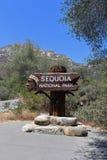 Välkommet tecken till sequoianationalparken, Kalifornien Fotografering för Bildbyråer