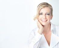 välkomna kvinna för blont leende för affär moget Royaltyfri Fotografi