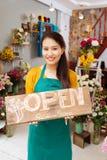 Välkomnande till blomsterhandeln! Arkivfoto