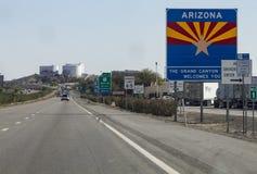 Välkomnande till det Arizona tecknet I-8 från sydliga CA Arkivbilder