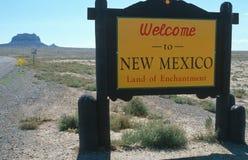Välkomnande till det New Mexico tecknet fotografering för bildbyråer