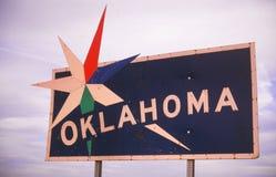 Välkomnande till det Oklahoma tecknet Arkivbild