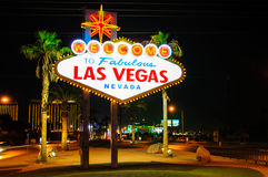 Välkomnande till det sagolika Las Vegas tecknet, Nevada, USA arkivfoto
